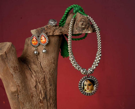 Devi Durga beaded necklace with earrings