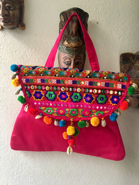 Pink Kutch Bag With Thread Works