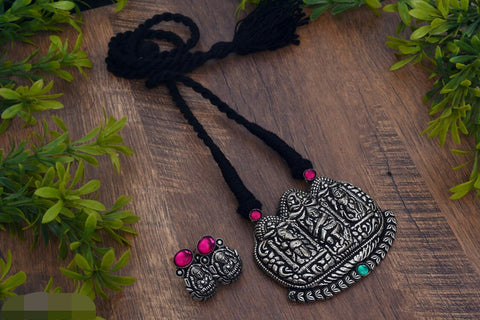 Natraj pendant thread necklace with earrings