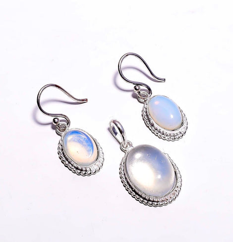 Silver Toned Drop Pendant Set With White Transparent Cut Stone & Ear Rings