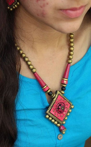 alluring terracotta handcrafted necklace with 2 pairs of earring
