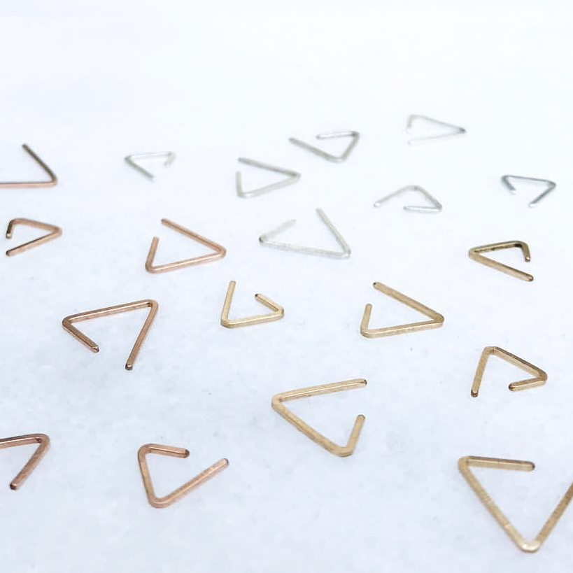 Hammered Triangle hoop //ONE PIECE