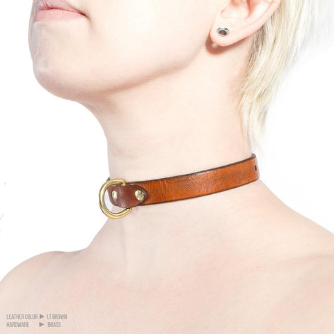 products/daycollar-ltbrown-brass-side.jpg