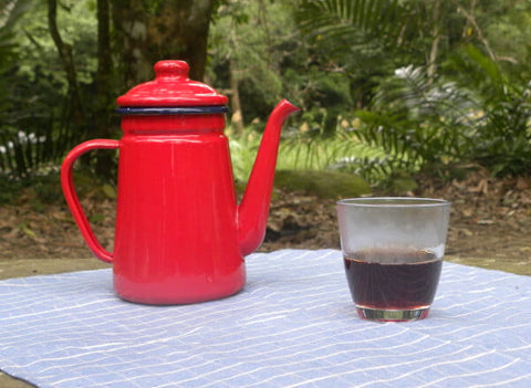 Half-filled glass of Taiwan Black Tea with red kettle - ToDoTea