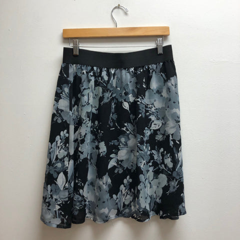 Size petite large New Directions black & gray Skirt
