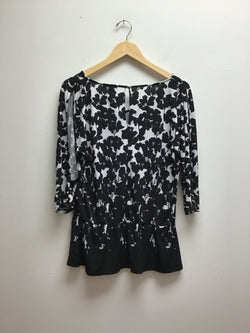 White House Black Market Size Large Black & White Top