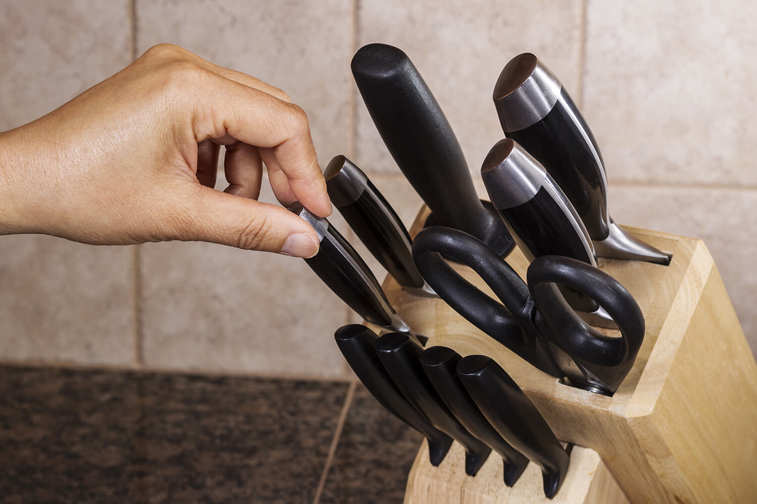 Wooden Knife Block - How To CLean With 9 Simple Steps