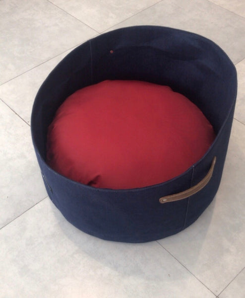 PoochMate Felt Basket Bed - Blue & Red