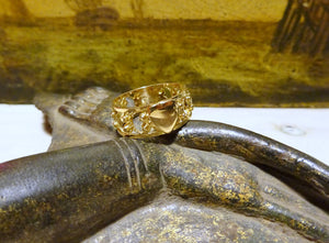 An 18 K Gold Eternity Ring Vintage
