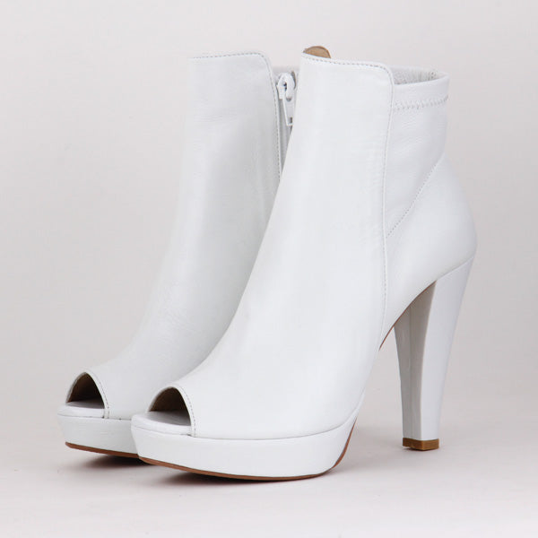 573dd37c83a3 Petite Size White Leather Platform Ankle Boots Sacha by Pretty Small ...