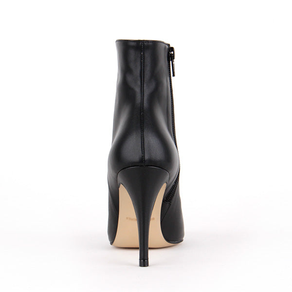 *OSCAR - black leather. 9cm UK 2.5 (photo shoot sample - some creases)