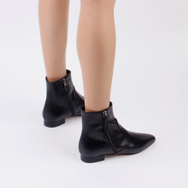 *DRIES - black, 2cm size UK 2.5