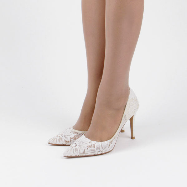 *NOZZE - white, 9cm size UK 2.5