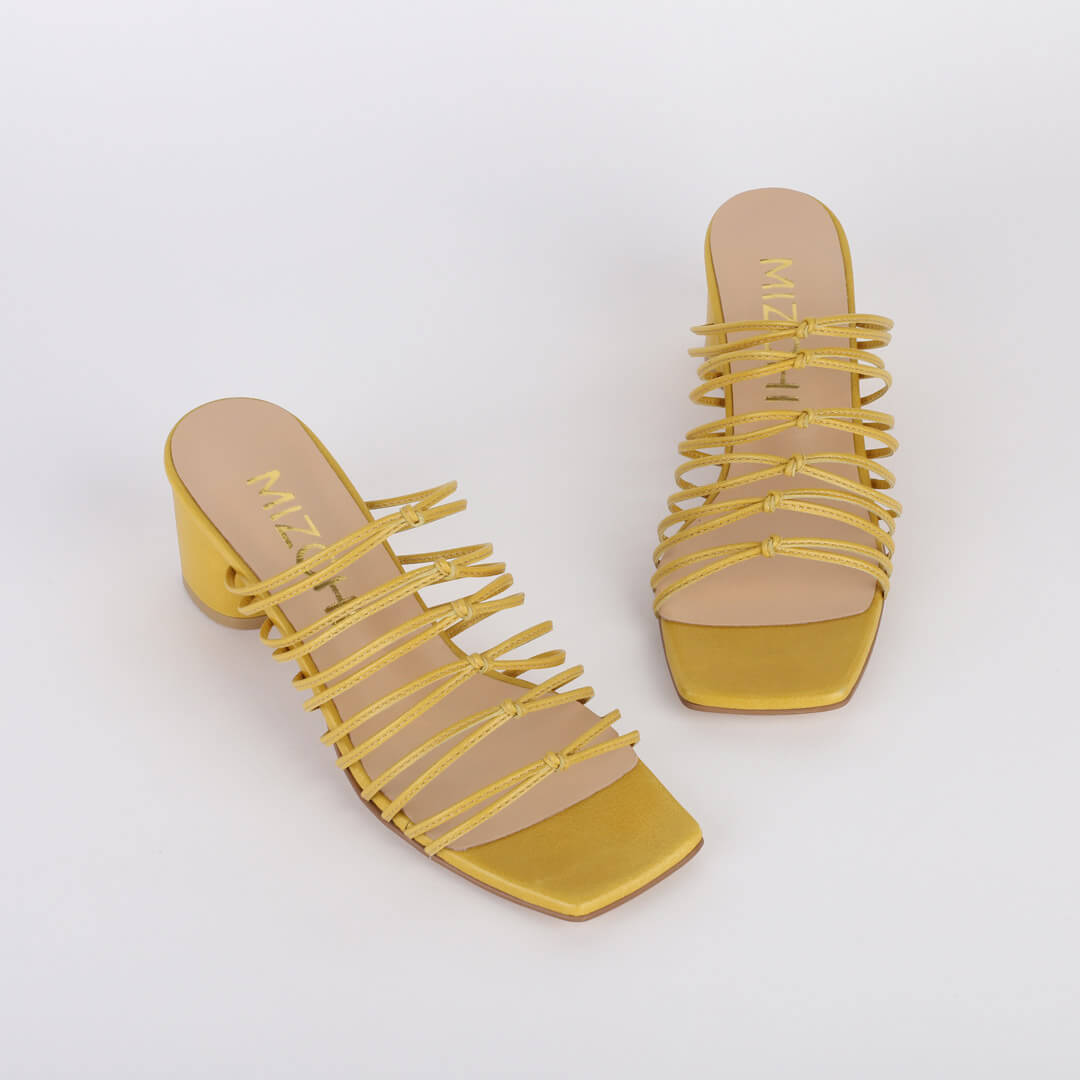 MODELLOW YELLOW