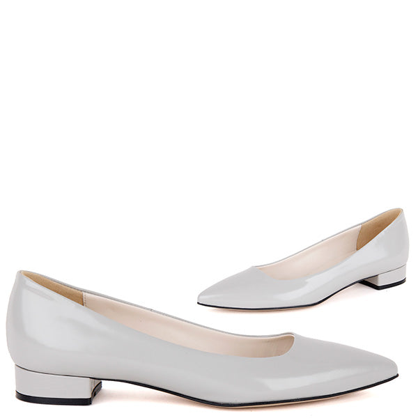 a2348c4474 Small-size -uk1-us4-pointed-toe-lether-flat-pumps-Ari-in-grey-600 c57636b8-d6b5-41e3-83c8-e0165ffa8442.jpg v 1509092625