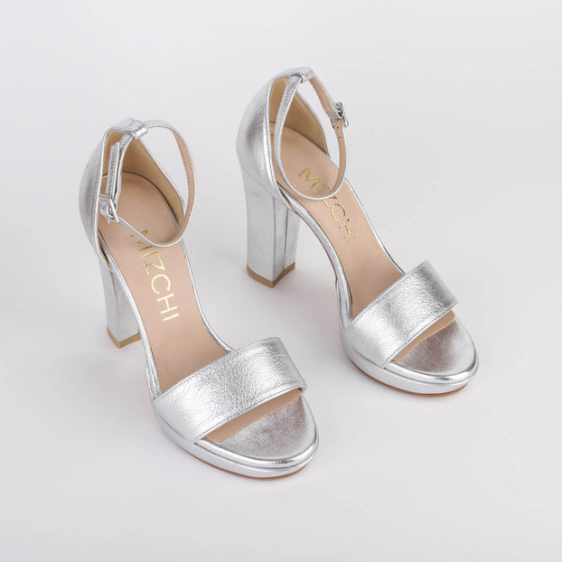 *QUINN - silver, 10/1cm size UK 2.5 (slight scuffs)