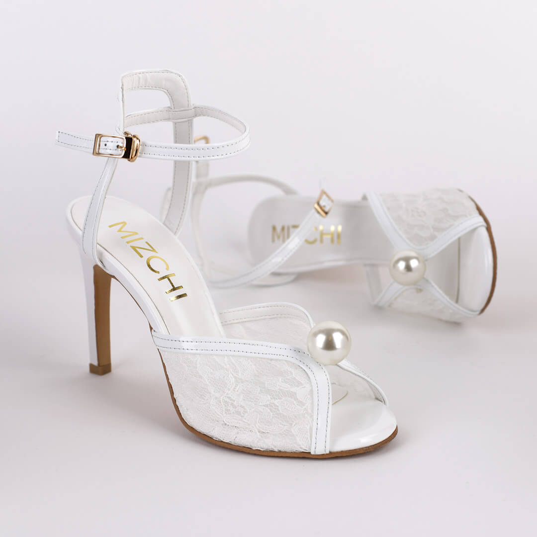 *FAITH - white, 9cm size UK 2.5