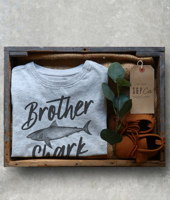 Brother Shark Kids Shirt - Big Brother Shirt,  Pregnancy Announcement, Baby Shower Gift, Family Pregnancy Reveal, National Siblings Day Gift