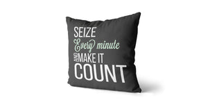 Coussin Seize every minute and make it count couleur charcoal et menthe