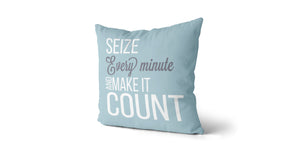 Coussin Seize every minute and make it count couleur bleu ciel