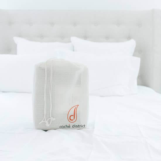 Caché District Classic White Sheet Set Jungle Pillows