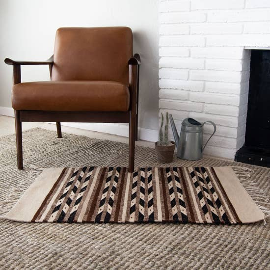 Decor Artesanal Handmade Native American Rug with Arrows Design
