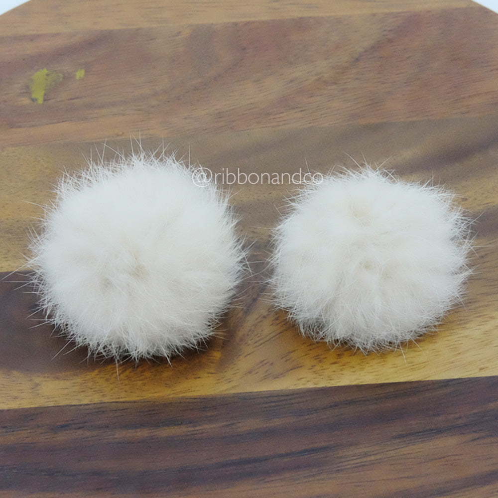 Fur Pompom Clips ( Light Mocha )