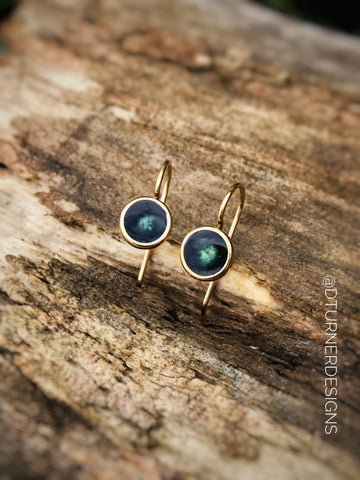Minimalist style earrings - small drops with your choice of color