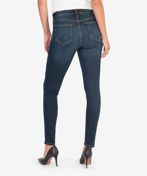 DIANA KURVY RELAXED FIT SKINNY (LIMITLESS WASH)