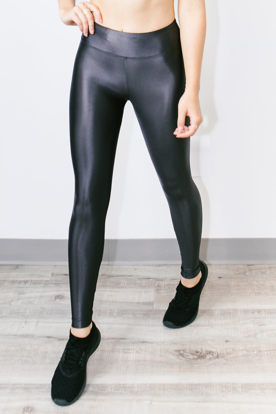 Lustrous High Rise Legging in Black