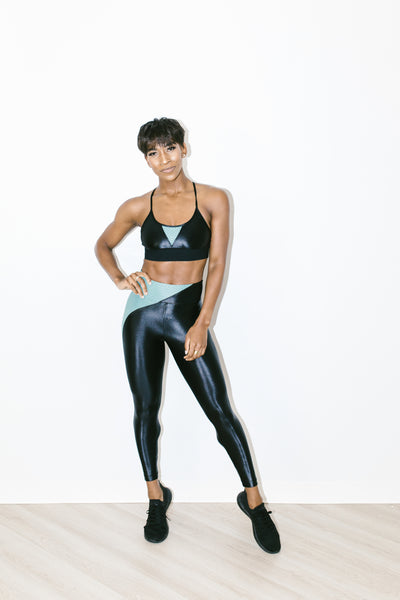 Chase High Rise Infinity Legging in Black + Aquamarine
