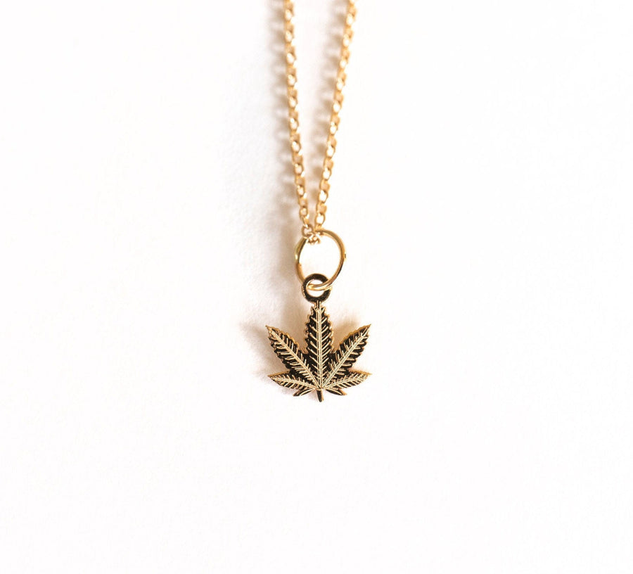 14k Gold Daisy Necklace, Gold Daisy Necklace, 14k Solid Gold, Gold Daisy Charm, 14k Tiny Charm Necklace, Simple Necklace,