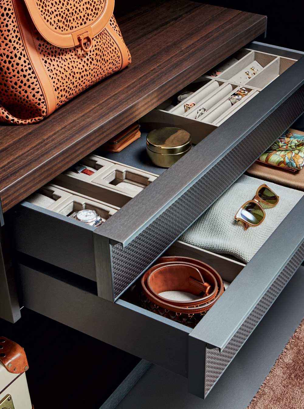 Molteni&C Gliss Master Closet by Vincent Van Duysen Accessories