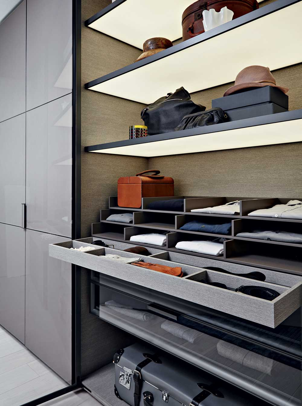 Molteni&C Italian Custom Closets Showroom