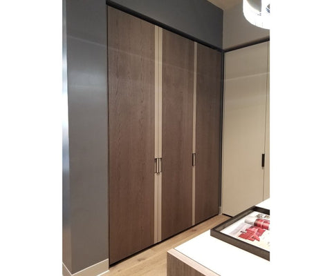 Floor Sample Gliss Master Strip Closet