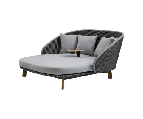Peacock Daybed With Table