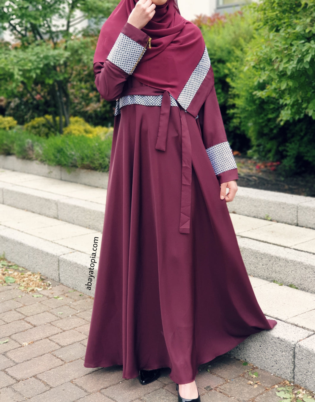 Badeeia Burgundy Closed Abaya