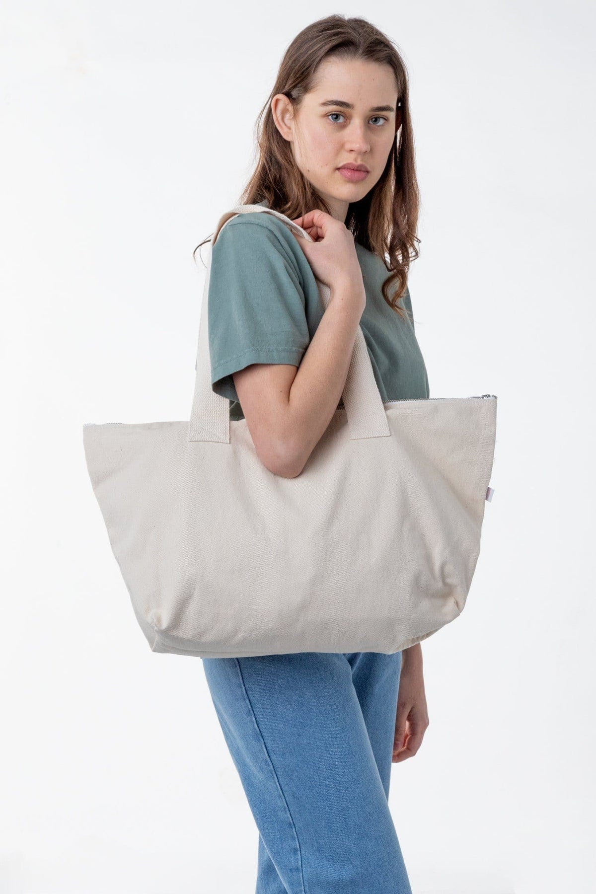 BD06 - Carry All Zip Tote