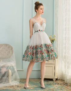 A-Line V-Neck Lace-Up Short White Homecoming Dress with Appliques
