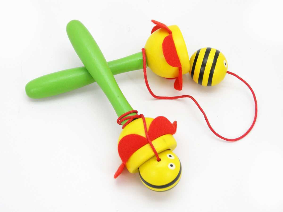 Bee cup and ball game