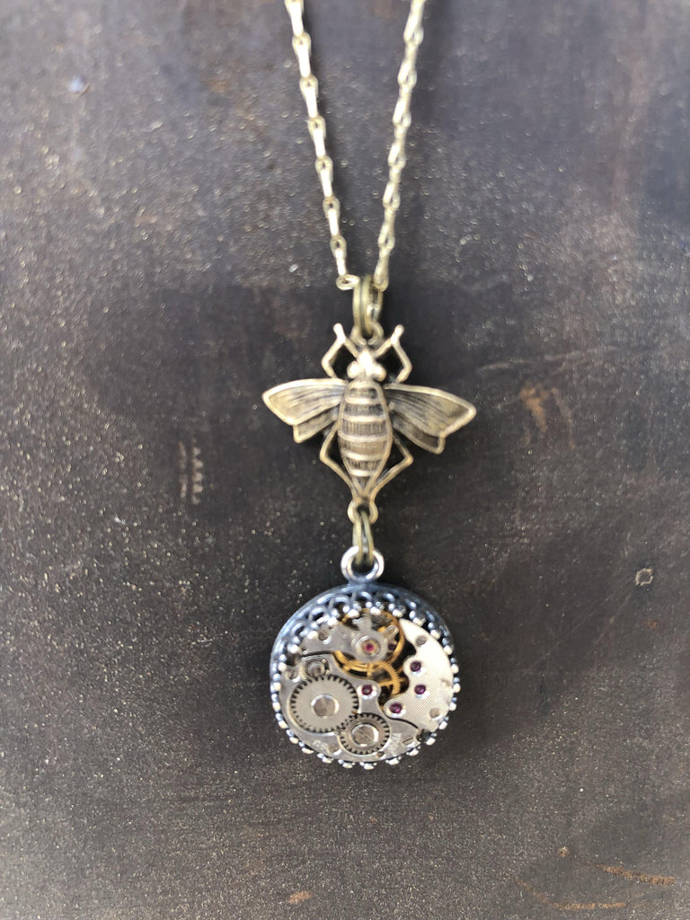 Hanna- Bee necklace