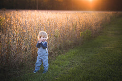 How to get genuine smiles when photographing shy kids