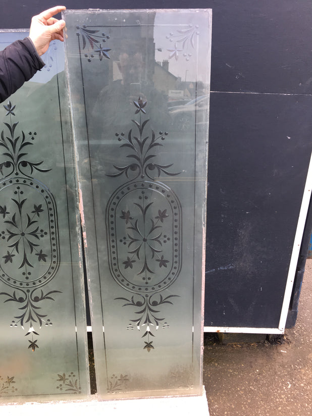 ORIGINAL VICTORIAN ROLLED BRILLIANT CUT ORNATE ETCHED GLASS PANEL