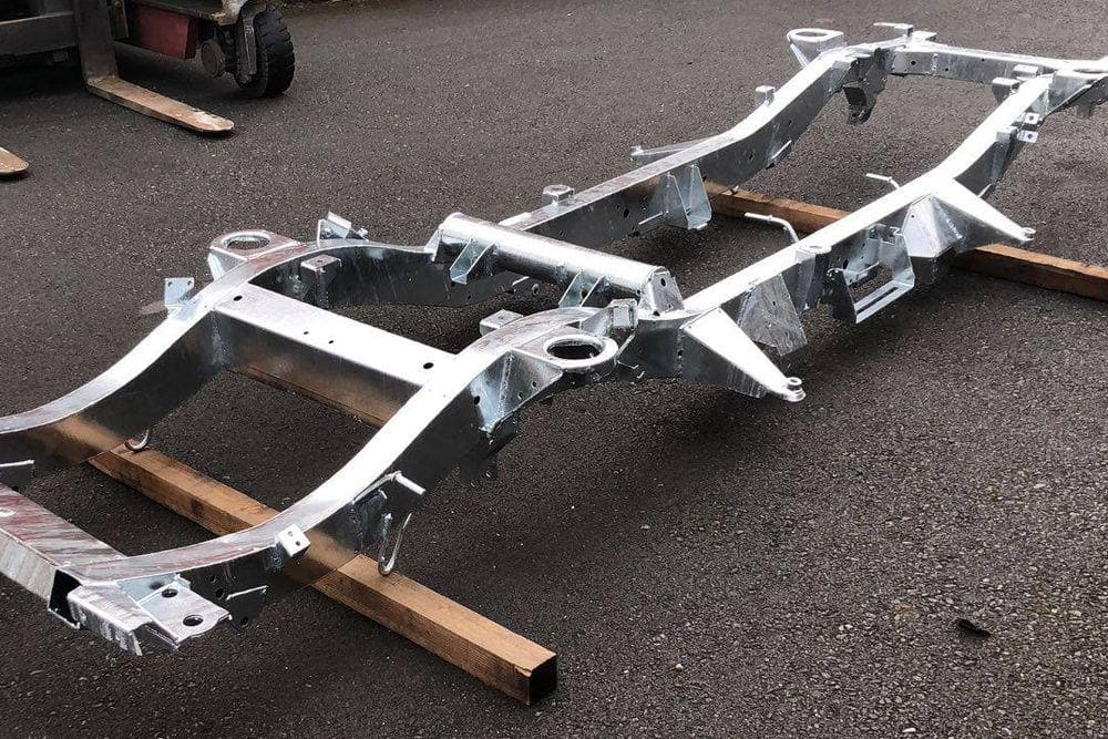 Galvanised Chassis Defender 90 V8 Petrol with Gearbox Crossmember