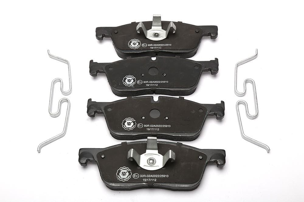 Bearmach Front Brake Pads with Fitting Kit for Land Rover Discovery, Range Rover | LR072681BM