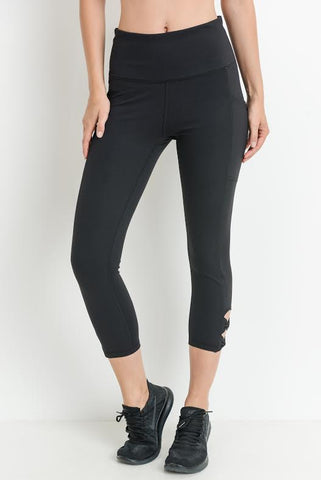 High Waist Diamond Fan Pocket Capri Leggings in Black