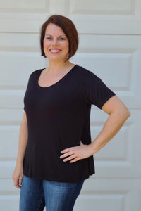 Casual Short Sleeve Ruched Hem Top in Black