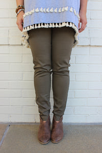 Simple Elastic Jegging in Olive