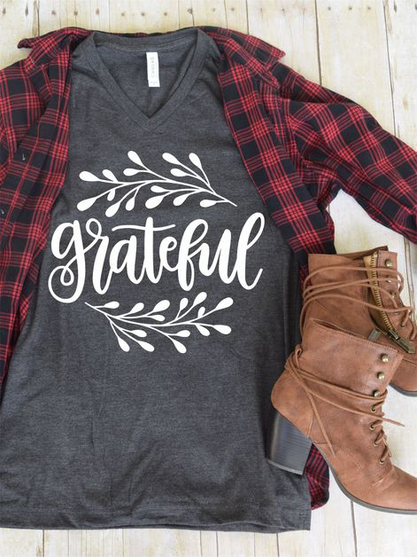 Grateful V-Neck Graphic Tee in Dark Gray