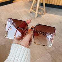 Square Rivet Oversize Gradient Sun Glasses